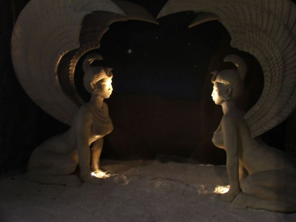 bavaria_filmstadt_-_neverending_story_sphinxes_2